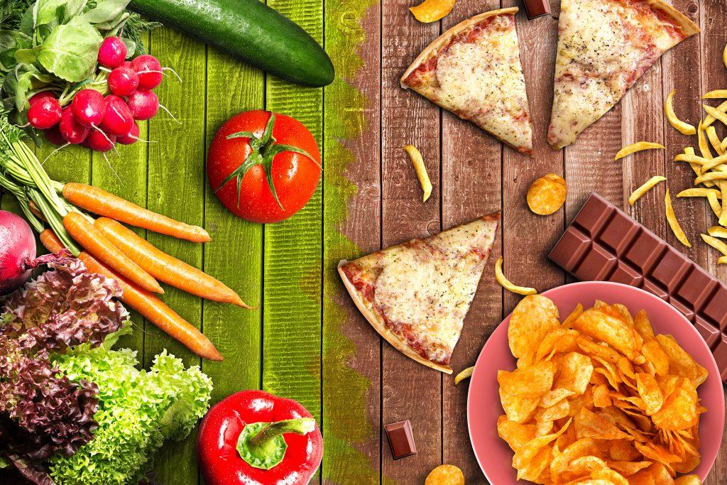 Zdrowa i niezdrowa żywność na stole